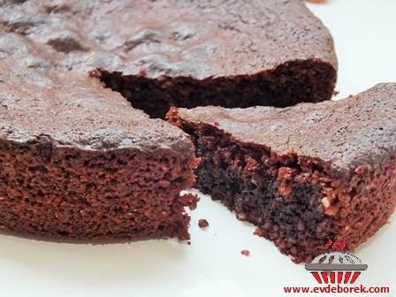 Badem Unlu Çikolatalı Kek