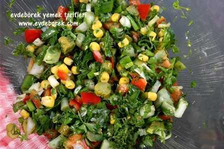 Beluga-Siyah-Mercimek-Salatası-Tarifi1