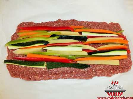 Fırında Sebzeli Rulo Köfte