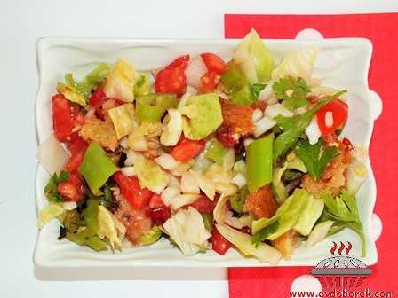Frambuazlı Acı Soslu Özel Salata