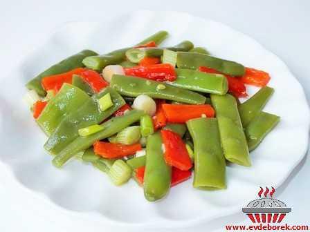 Köz Biberli Taze Fasulye Salatası