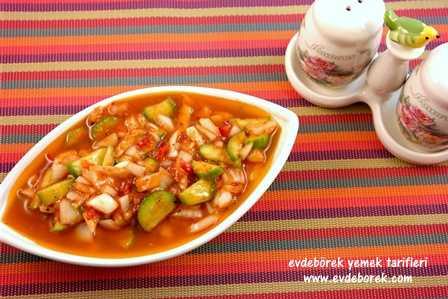 Salçalı Soğanlı Salata Tarifi