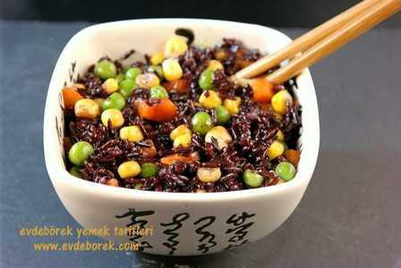 Sebzeli Siyah Pirinç Pilavı Tarifi