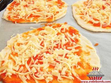 Sosisli Mantarlı Pizza Tarifi
