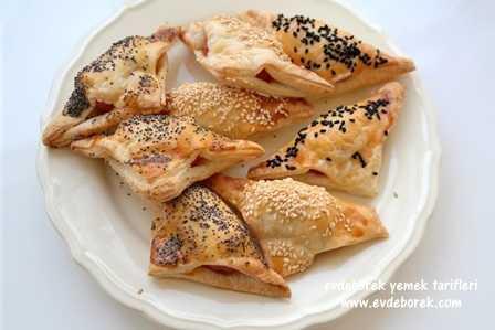 Sosisli Milföy Börek Tarifi