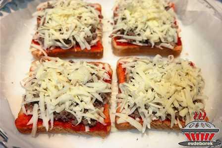 Tost Ekmeğinde Kıymalı Pizza Tarifi