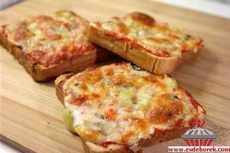 Tost Ekmeğinde Pizza Tarifi
