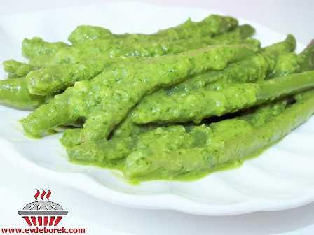 Yeşil Soslu Taze Börülce Salatası